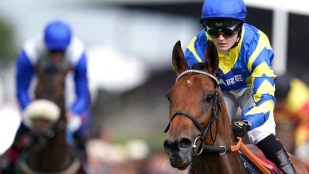 Goodwood Cup: Hollie Doyle leads Trueshan to victory after Stradivarius withdrawn