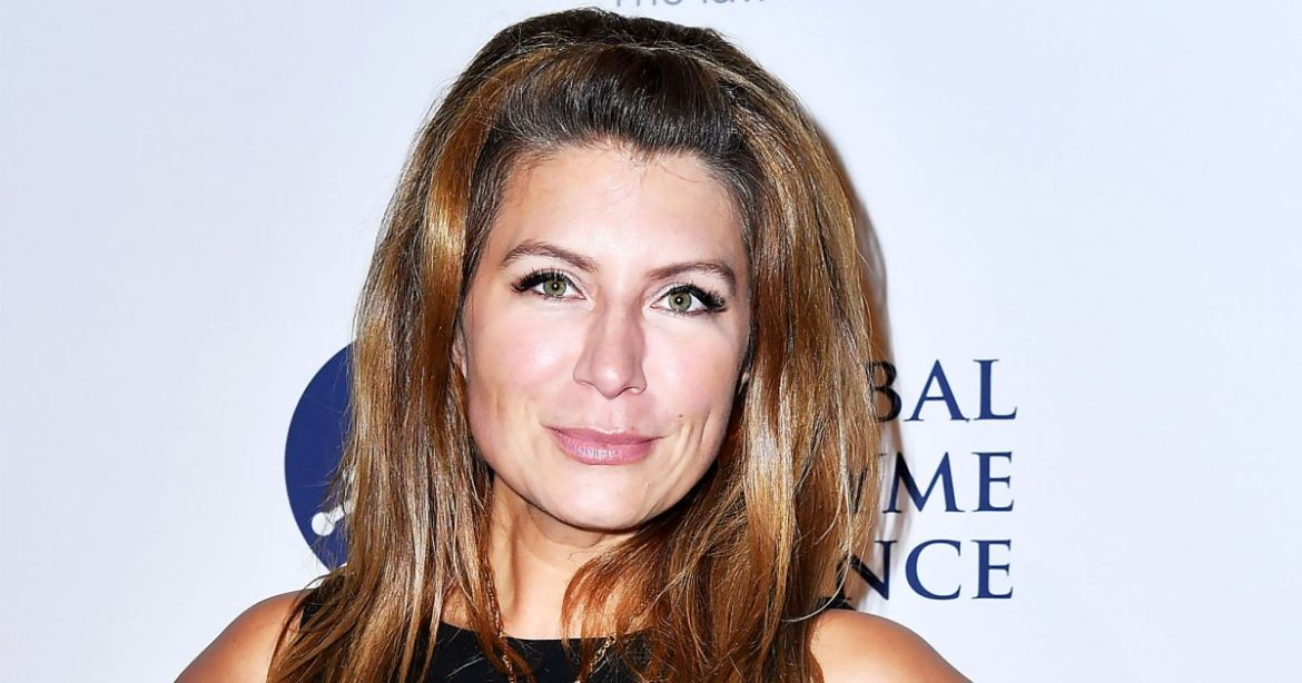 Buying and selling Area's Genevieve Gorder Is Sick With COVID-19 After Vaccination