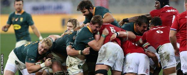 South Africa and the Lions in a maul