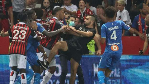 Good 1-0 Marseille: Match deserted after followers storm pitch