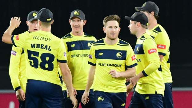 T20 Blast: Hampshire Hawks upset holders Notts Outlaws to succeed in Finals Day